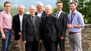 Quelle: LokalPlus (v.l.) Florian Müller, Dr. Reinhard Hunold, Dr. Nikolaus Schneider, Karl-Josef Laumann, Prof. Dr. Peter Schallenberg, Torsten Benzin und Florian Braun.