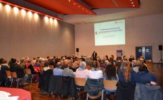 """Vereinsvorsitzender Dr. Reinhard Hunold begrüßte rund 120 Besucher in der Attendorner Stadthalle zum Thema """"Depression und Trauer in der Palliativmedizin"""""""