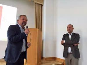 Vereinsvorsitzender Dr. Reinhard Hunold in Diskussion mit Dr. Jürgen Muders
